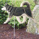 alaskan-malamute-garden-sign-outdoor-gray-white