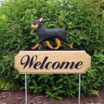 chihuahua-welcome-sign-black-tan