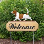 Basset-Hound-Dog-Breed-Oak-Wood-Welcome-Outdoor-Yard-Sign-RedWhite-400706782957