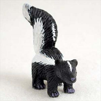 Skunk-Mini-Resin-Hand-Painted-Wildlife-Animal-Figurine-181244576976