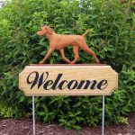vizsla-outdoor-welcome-sign