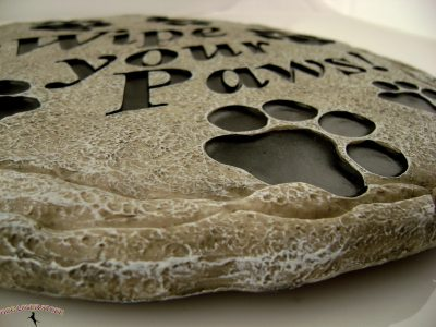 Wipe Your Paws Stepping Stone - Close Up Detail